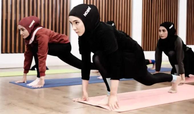manfaat yoga wanita berhijab