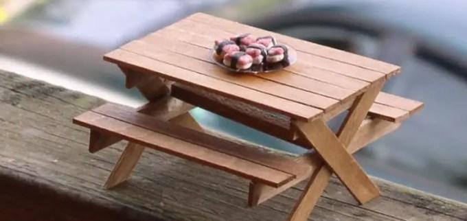 miniatur meja dari stik es