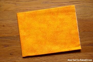 tissu volutes jaunes