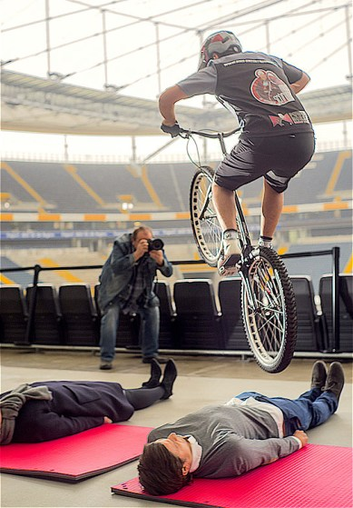rid-rekord-fahrrad-sprung-personen3