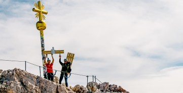 RID-Weltrekord-schwerstes-moebelstueck-auf-berg-0