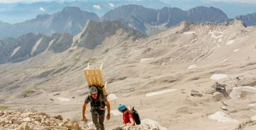 RID-Weltrekord-schwerstes-moebelstueck-auf-berg-1