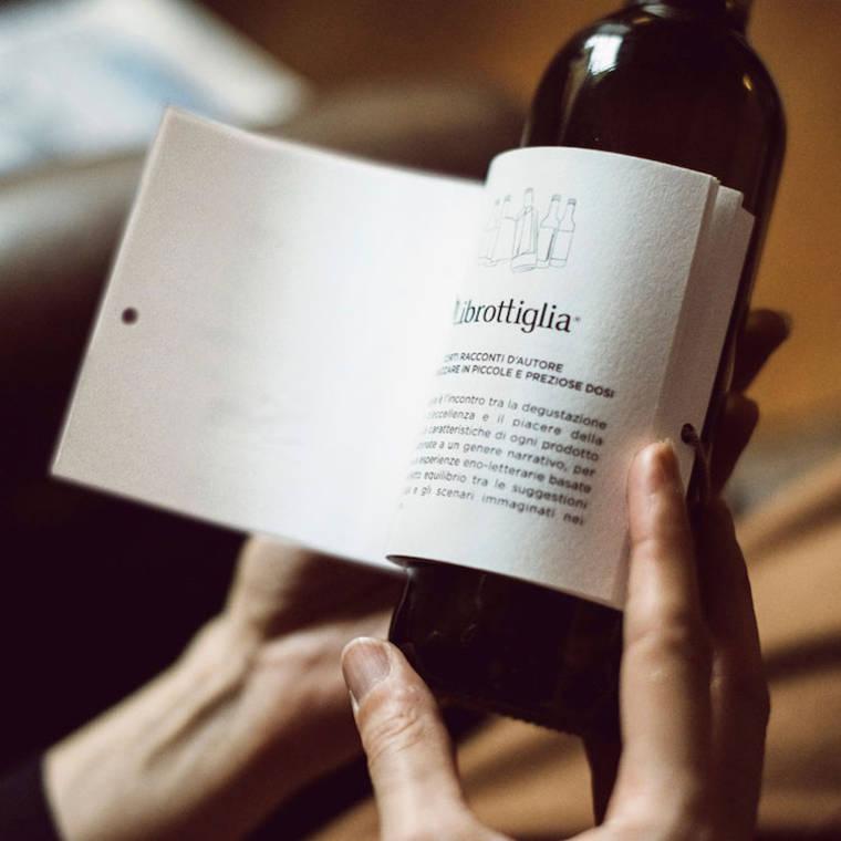 Wijn cadeau idee: het label op deze wijnflessen is een kort verhaal