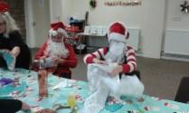 santa-pass-the-parcel