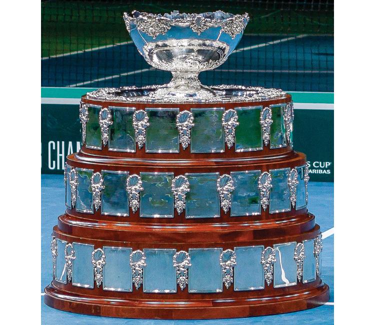 El interior de la copa davis está bañado con plata y oro y tiene grabada la frase international lawn tennis challenge trophy. El origen de la Copa Davis en 1900 | Relatos e Historias