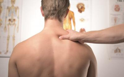 Mal au cou : Comment soulager les douleurs cervicales ?