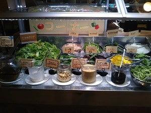 サラダの野菜が並んでいる