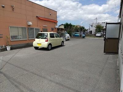 ラブリー横の駐車場の写真