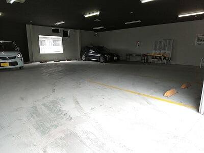 赤から霧島店の軽専用屋内駐車場の写真