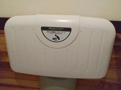 はたけ。のトイレの中のおむつ替えシートの写真