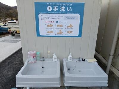 ドライブイン小浜のヤギとウサギ小屋近くの手洗い場の写真