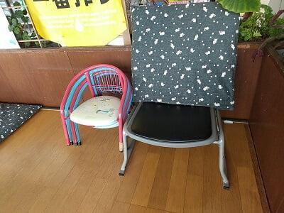 霧島峠茶屋のお座敷の座椅子と子供イスの写真