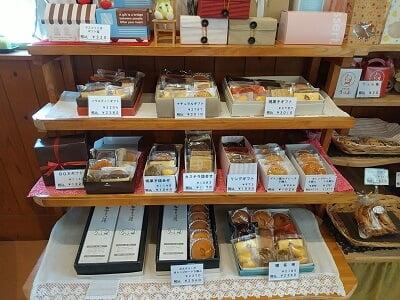 うっふ川内店の箱入り焼き菓子の写真