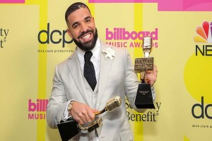 Drake brings his son Adonis onstage to accept Billboard Music Awards, Drake brings his son Adonis onstage to accept Billboard Music Awards, Relay Vibes