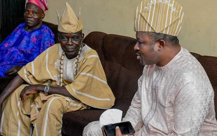 Prince Akinremi Jagaban Visited The Baale Of Agbowo Community