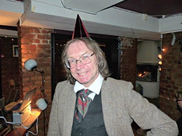 Ronald Hutton med festlig hatt i anledning tiårsjubileet.