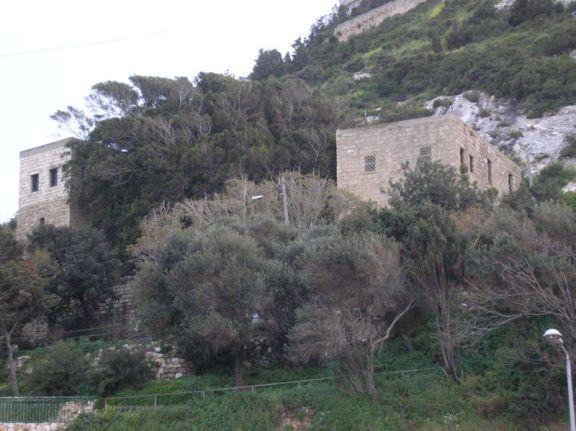 800px-Elijah's_cave_P3160005.foto.deror.avi.wikimediacommons