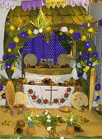 På de Dødes dag er det vanlig å sette opp private altere hvor man hedrer sine døde med matoffer. Foto: Wikimedia Commons