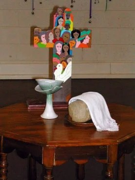 The Community of Hope Church communion table in Tulsa, Oklahoma. The congregation used a Broken Made Whole chalice, left. Photo courtesy of Leslie Penrose