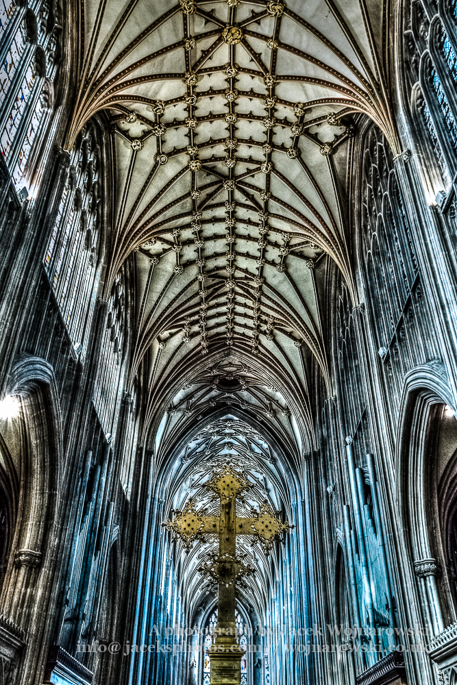 St Mary Redcliffe Bristol, Cross and ceiling HDR