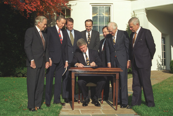 President Clinton signs Religious Freedom Restoration Act - November 16, 1993 - National Archives