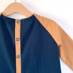 Bande de boutonnage d'une blouse pour garçonnet