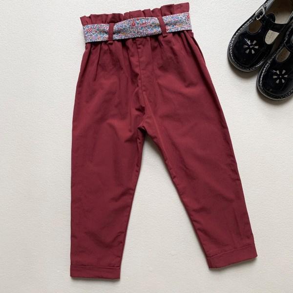 Dos d'un pantalon pour fille