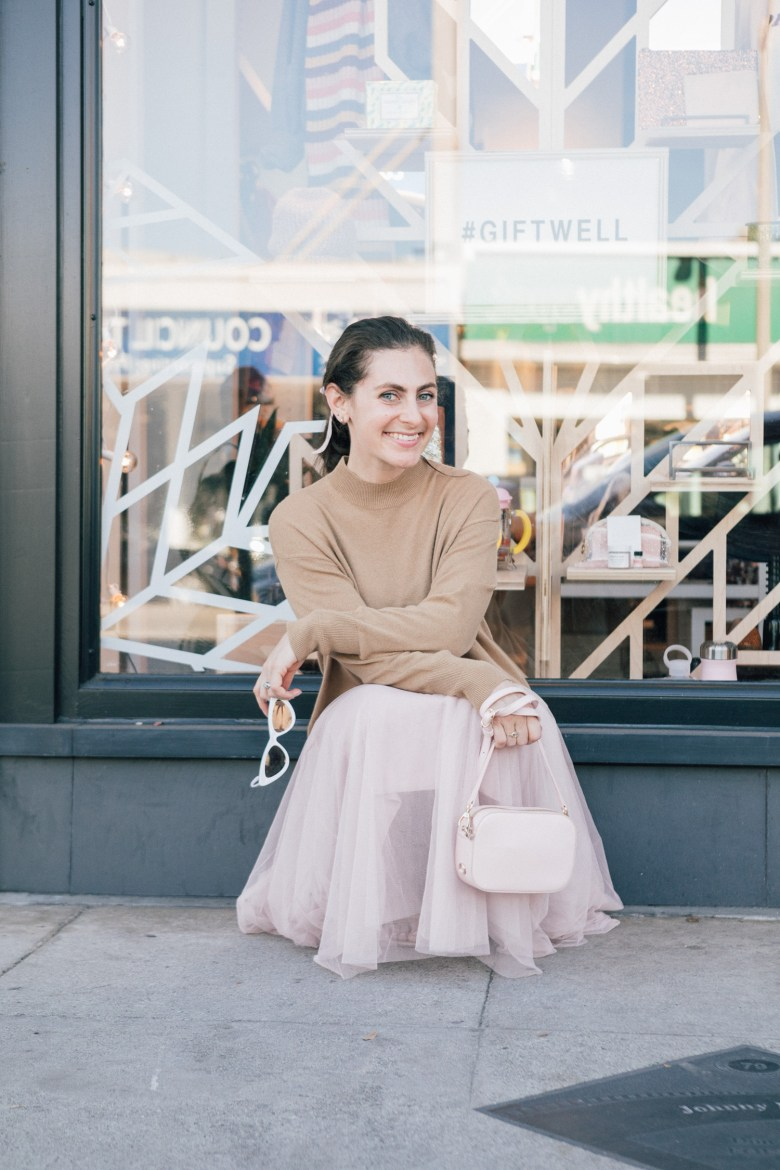 LA blogger, RELish By Arielle wears a cashmere sweater by Everyone
