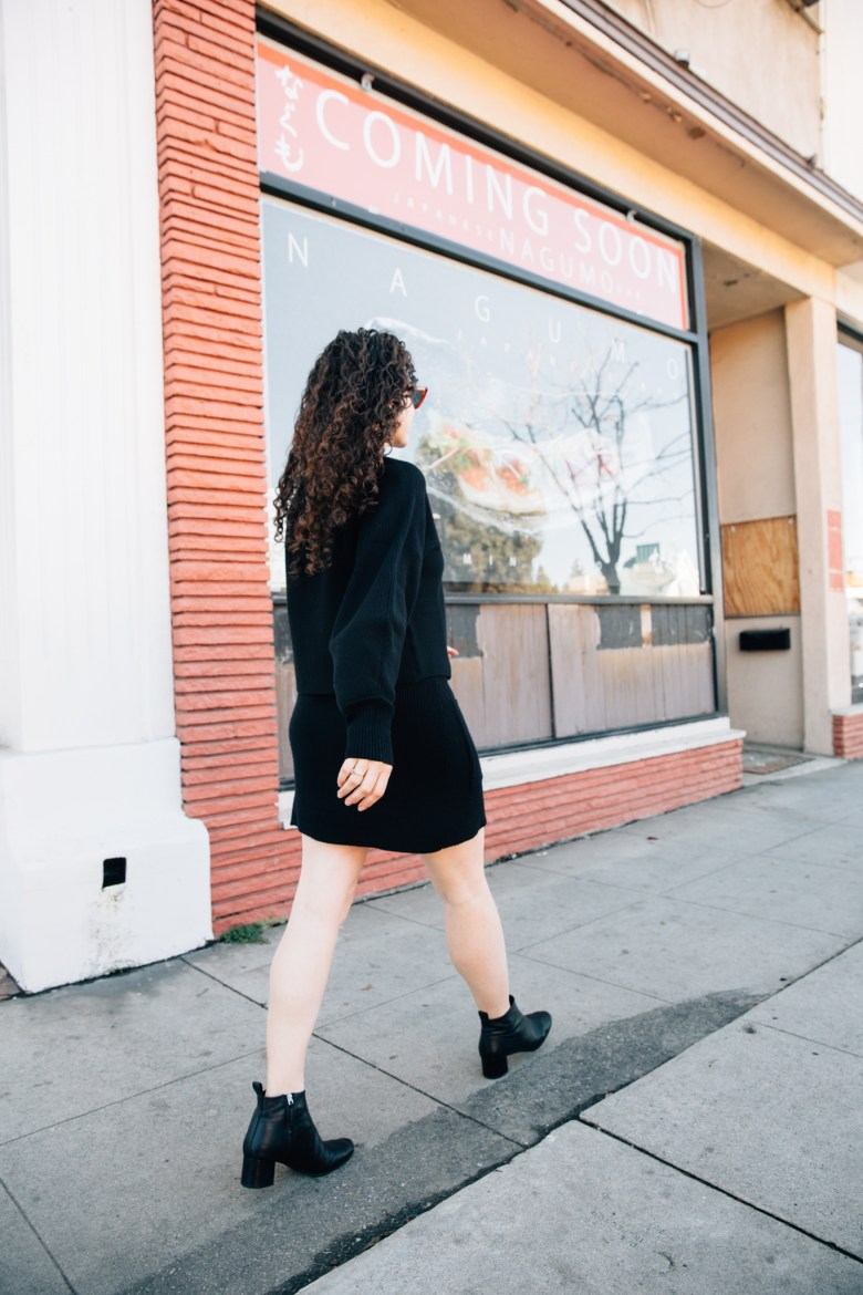 Los Angeles mom blogger, RELish By Arielle wears a black knit matching set