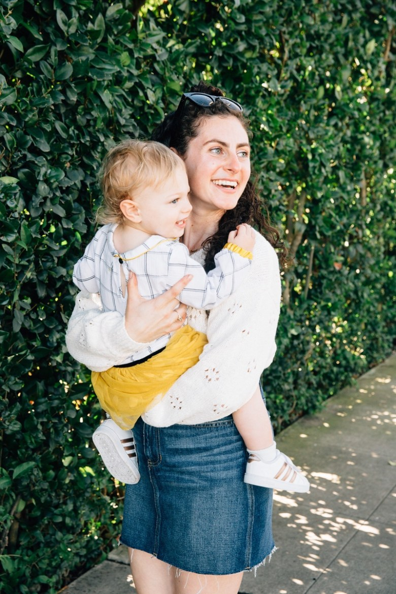Los Angeles mom blogger, RELish By Arielle wears a madewell white sweater and denim skirt