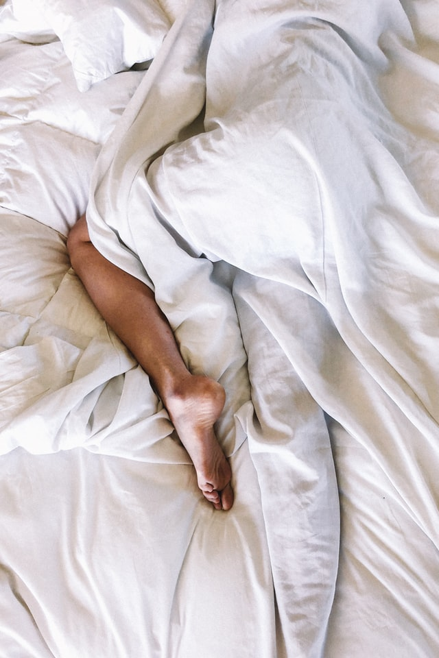 will sleeping with a weighted blanket make you hot?