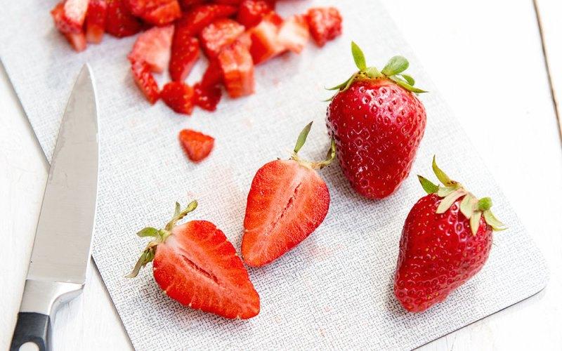 Kokoswaffeln mit frischen Erdbeeren