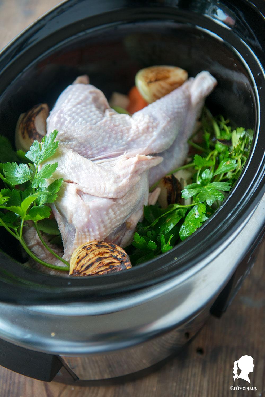 Ein Rezept für Hühnersuppe aus dem Slow Cooker inkl. einer Einmachanleitung wie man Hühnersuppe im Backofen einkocht   relleomein.de