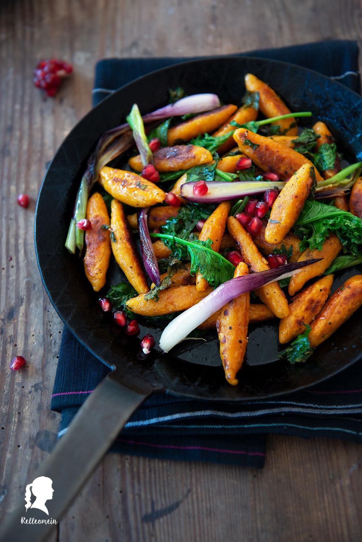 Herbstliche Schupfnudelpfanne mit Grünkohl und Grantapfel - Rezept für selbst gemachte Kürbisschupfnudeln | relleomein.de #vegetarisch #herbstrezept #kürbisrezept