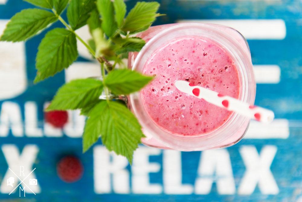 Frühstücksdrink mit Kokosmilch, Himbeeren und Tonkabohne | relleomein.de #frühstück #smoothie #shake #vegan #ohnezucker #ohnemilch