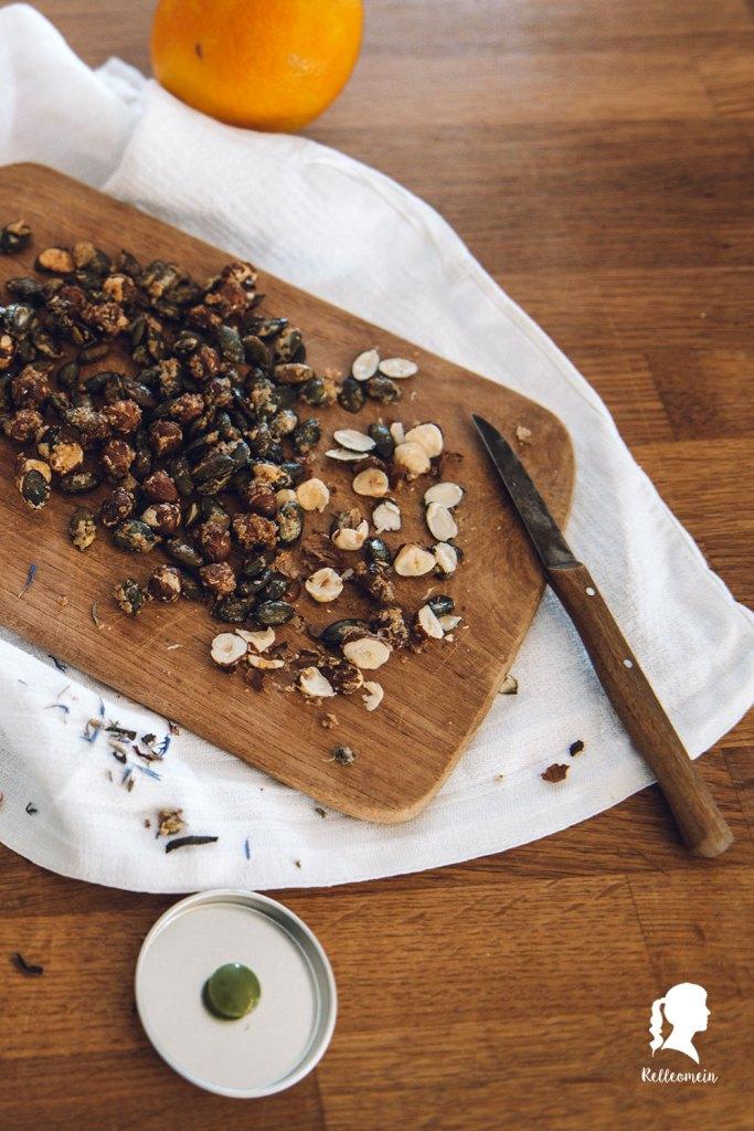 Kürbiskuchen - Käsekuchen mit Kürbispüree und salted caramel Nusstopping | relleomein.de #foodblogger #pumpkincheesecake #backen