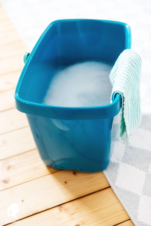 Wöchentlicher Putzplan - jeden Tag eine halbe Stunde putzen für ein sauberes Zuhause - Fußboden wischen | relleomein.de