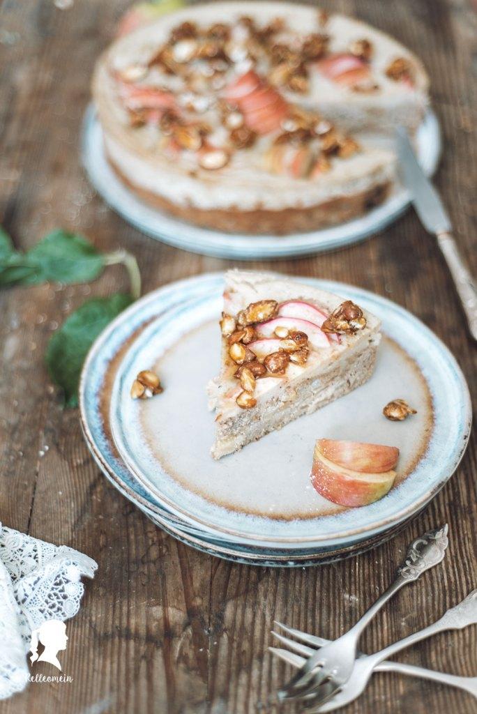 Saftiger Apfelkuchen mit 1 kg Äpfel | relleomein.de #apfelkuchen #fallobst #backen