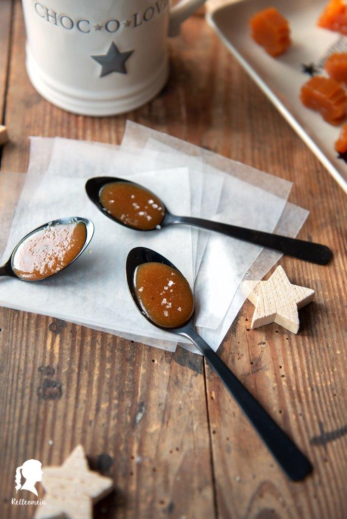 Sahne Karamell Bonbons selbst gemacht - veganes Karamell Rezept | relleomein.de #vegan #karamell #weihnachten #geschenk