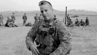 Photo of Veterano de guerra estadounidense, conocido como 'Capitán América', se suicida a los 34 años delante de su esposa.