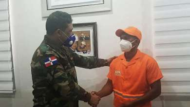 Photo of Comipol reconoce operador de grúa que devolvió 120 mil pesos y un arma de fuego a un accidentado