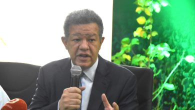 Photo of Leonel Fernández en desacuerdo con toque de queda