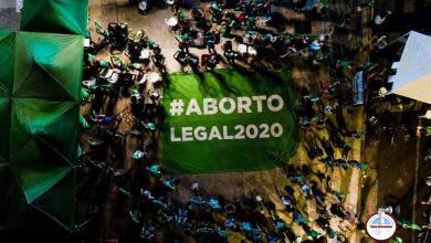 Photo of Legalizan el aborto en Argentina