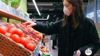 Photo of Personas que participen en retos virales de lamer productos en tiendas irán a la prisión en Arizona