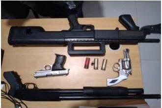 Photo of Apresan comerciante y encuentran armas de fuego tras ser allanada su casa en Montecristi.