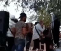 Photo of Bachatero sale juyendo en fiesta clandestina