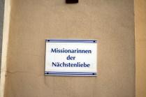 ...einen Orden in dieser gottlosen Gegend zu eröffnen: Die Missionarinnen der Nächstenliebe bzw. der Orden von Mutter Teresa.