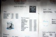 Auch die Getränke-Auswahl ist günstig, klebrig, gut.