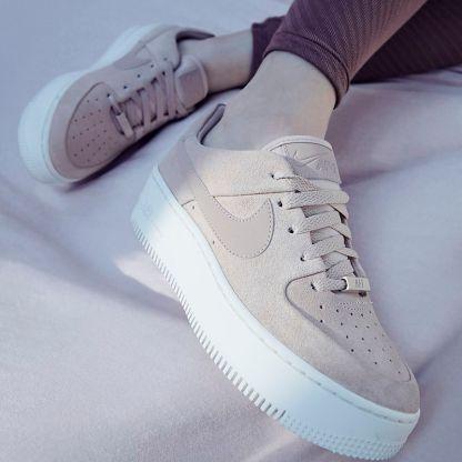 Nike Air Force 1 Sage Low - Beige - Shoes 2019 - legs