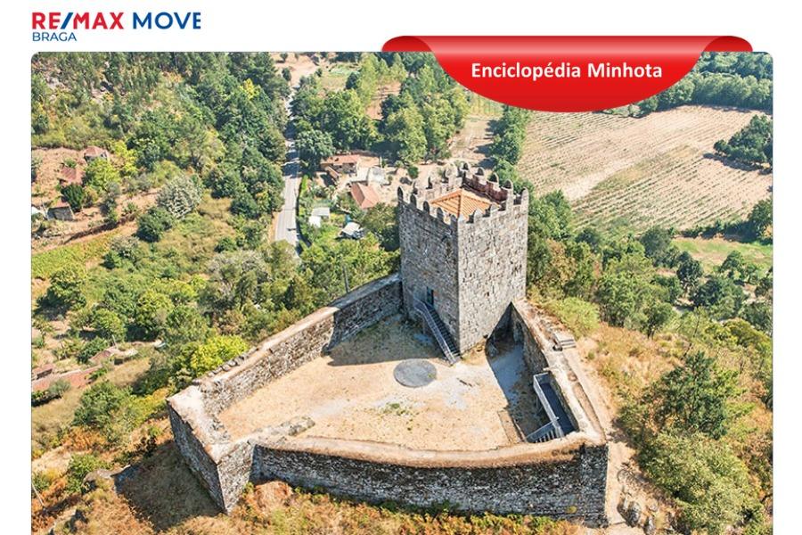 O imponente Castelo de Arnoia